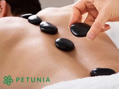 Massage body đá nóng tại Petunia Charm Center